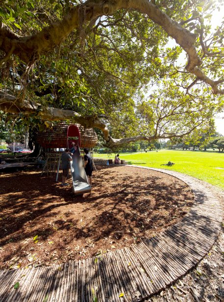 06 Brett Boardman_a path of tea tree circumscribes the cubby